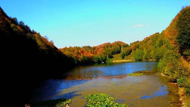 Manzarasıyla hayran bırakıyor! Ulugöl'de sonbahar güzelliği