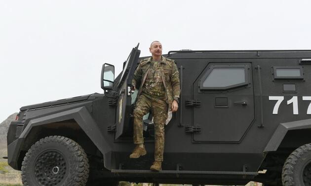 Olay yaratan görüntüler: Keskin nişancı Aliyev'i hedefe koydu