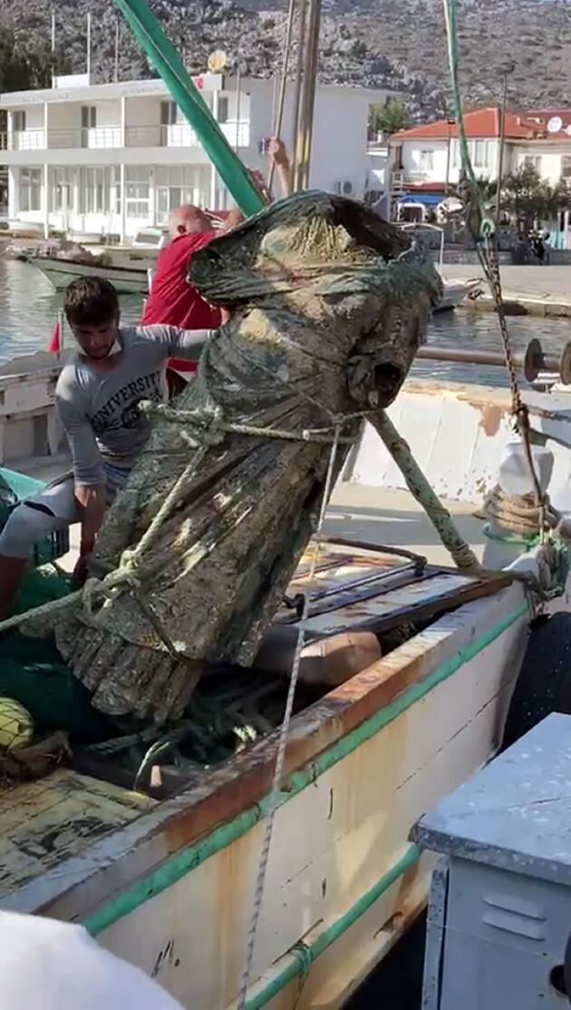 Araştırmalar hemen başladı! Balıkçı ağlarına takıldı