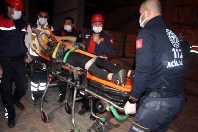 Metruk binadaki çukura düşen kadını itfaiye kurtardı