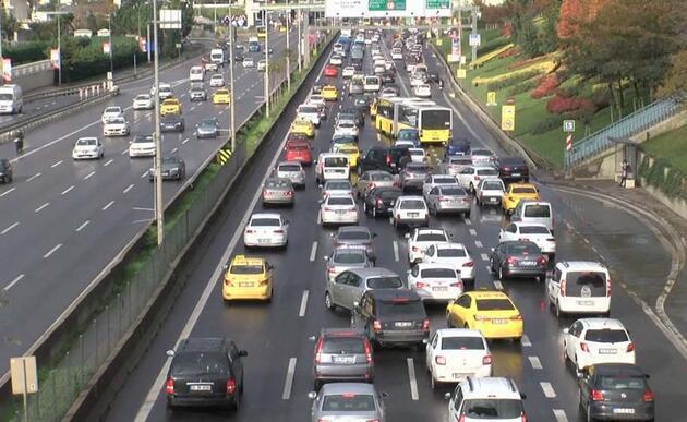 Kısıtlama bitti trafik yoğunluğu başladı