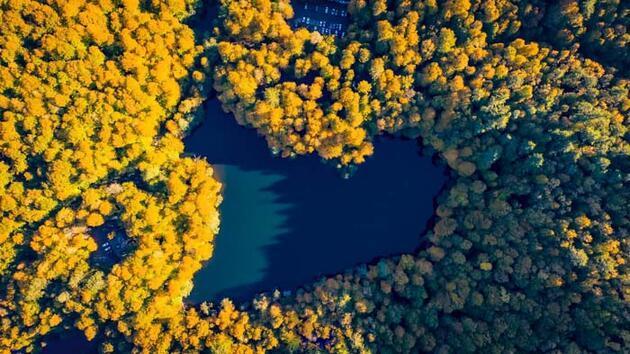 Kalp şeklindeki göl böyle görüntülendi