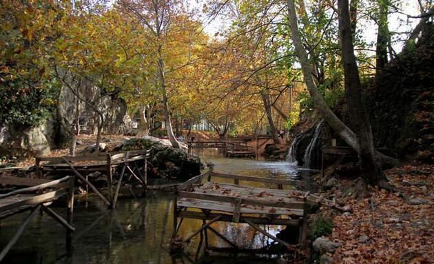 Döngel Şelalesi'nde sonbahar güzelliği