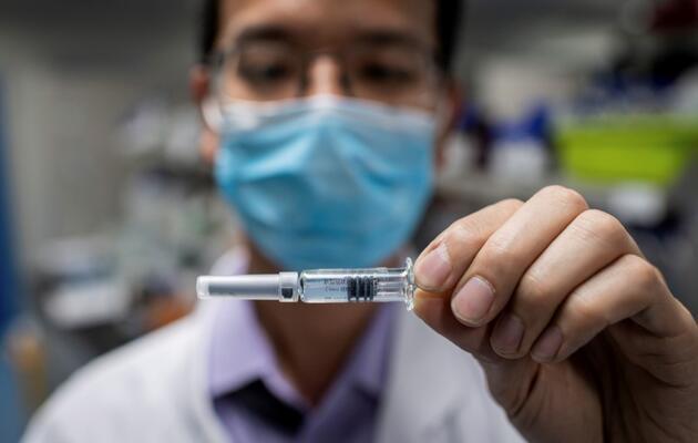 Aşıyla ilgili önemli 3 soruya Bakan Koca'dan yanıt