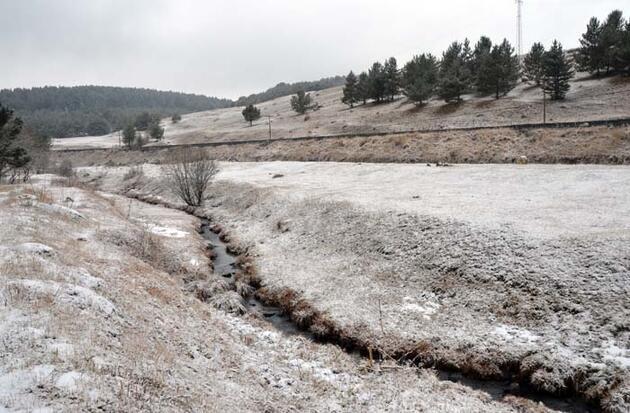 Kars'ta göletler soğuk hava nedeniyle buz tuttu
