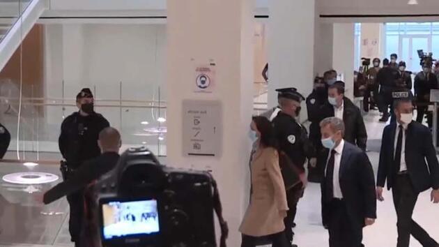 Fransa eski Cumhurbaşkanı Sarkozy yargıç karşısında