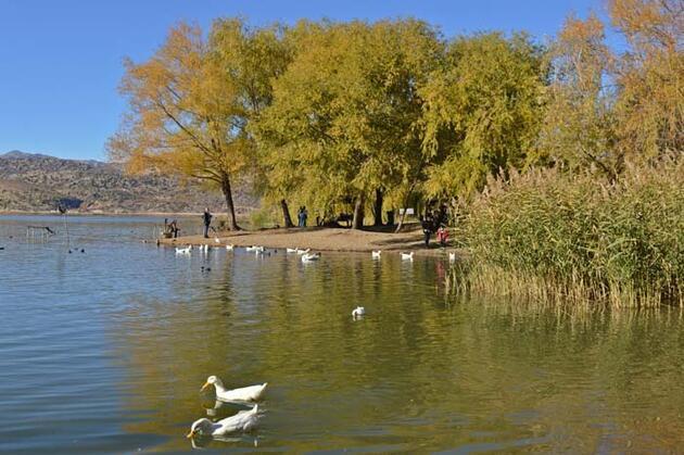 Gölbaşı Gölleri Tabiat Parkı'nda sonbahar güzelliği