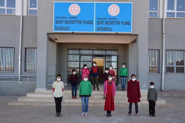 PKK'nın şehit ettiği Necmettin öğretmenin okulunda hüzünlü anma
