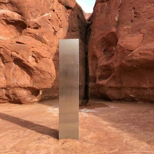 Çölde keşfedilen gizemli metal blok paniğe neden oldu