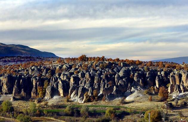 Kapadokya'yı andırıyor! 2 bin yıllık antik kentten doyumsuz sonbahar manzaraları