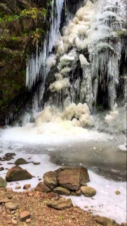 Köroğlu Dağları'nda şelale ve dereler buz tuttu