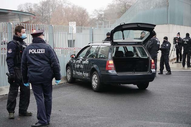 Almanya'da Başbakanlık binasına araçla saldırı girişimi