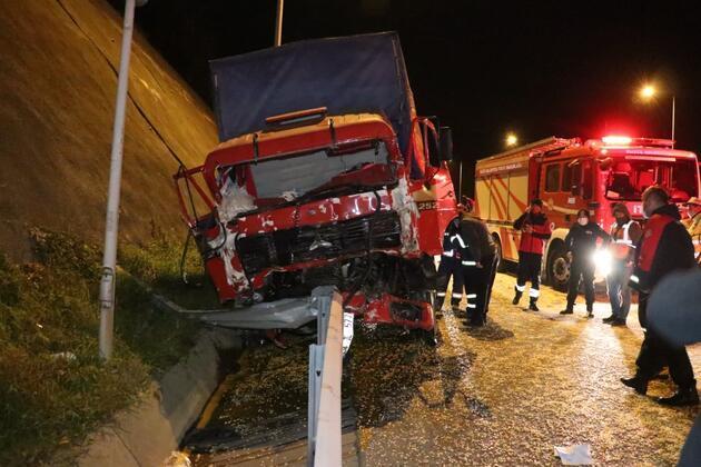 Anadolu Otoyolu'nda kamyon tıra çarptı: 1 yaralı