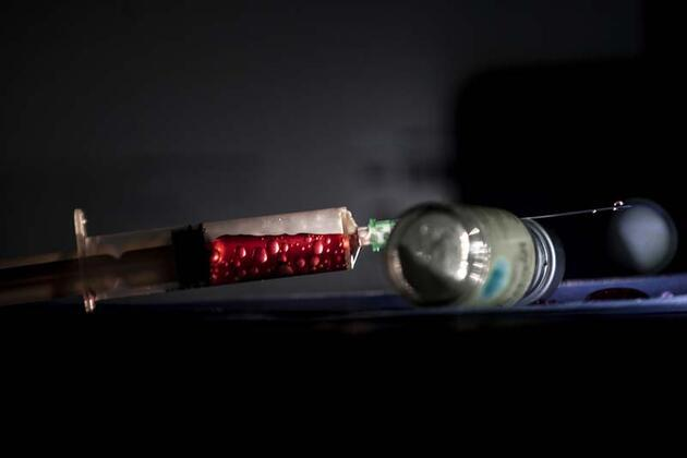 Aşı gönüllüsü profesör: Aşı tercih etme lüksüne sahip değiliz