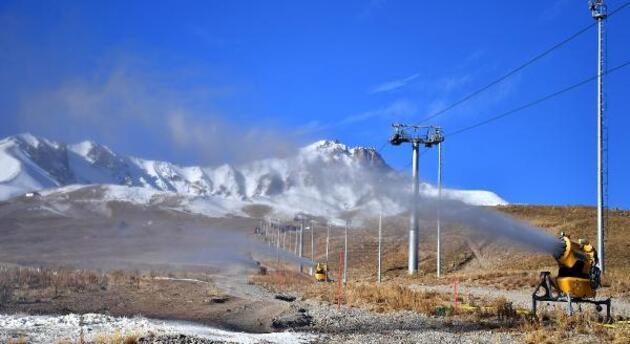 Kayak sezonu için suni karlama başladı