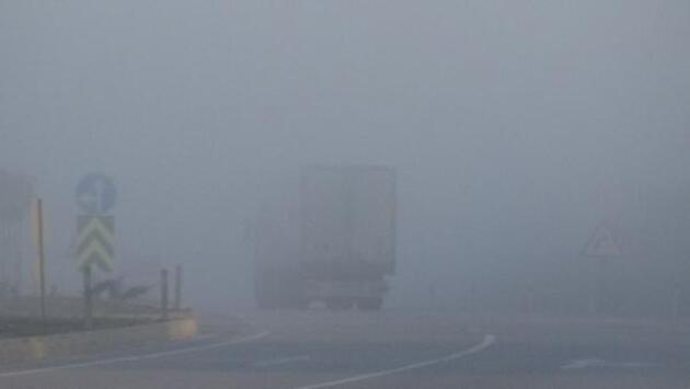 Çanakkale Boğazı'ndaki sis deniz trafiğini etkiledi