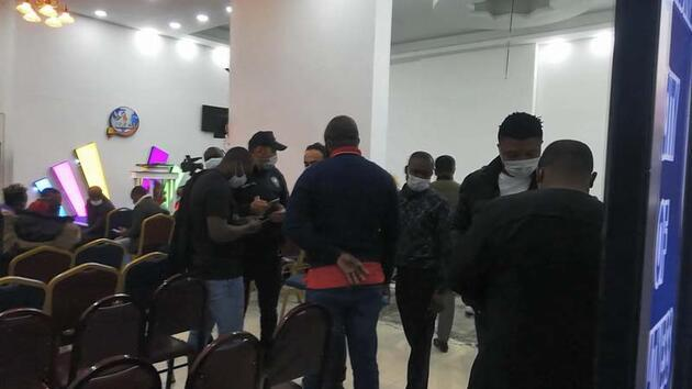 """Esenyurt'ta polisin """"parti var"""" ihbarına gittiği yer Nijeryalıların derneği çıktı"""