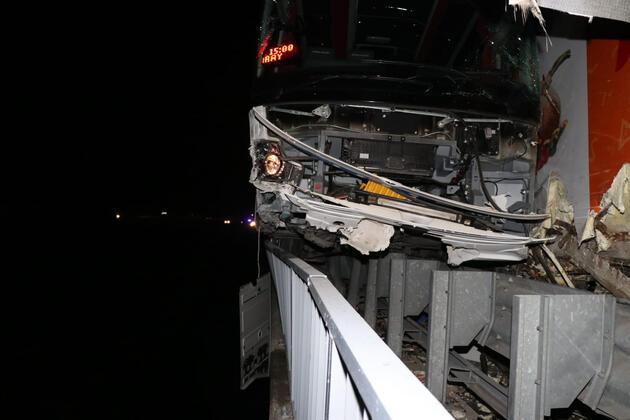 Pozantı'da yolcu otobüsü ile TIR çarpıştı: 4 yaralı