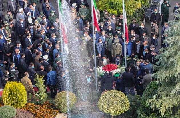 İntikam yemini edildi: Öldürülen İranlı nükleer bilimci Fahrizade toprağa verildi