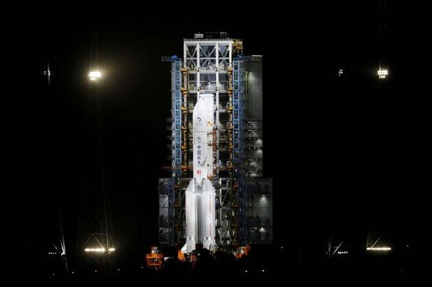 Çin dünyaya duyurdu! Ay'a iniş yaptı