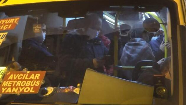 Minibüslerde kalabalık seyahatler devam ediyor
