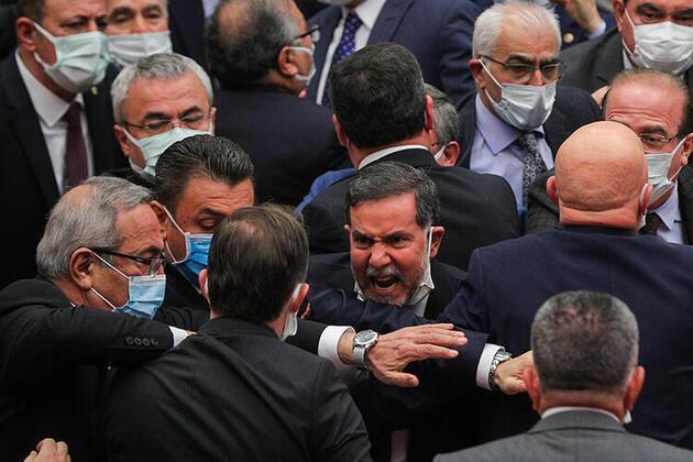 Meclis'te yılın son oturumunda yumruklu kavga - Günün Haberleri