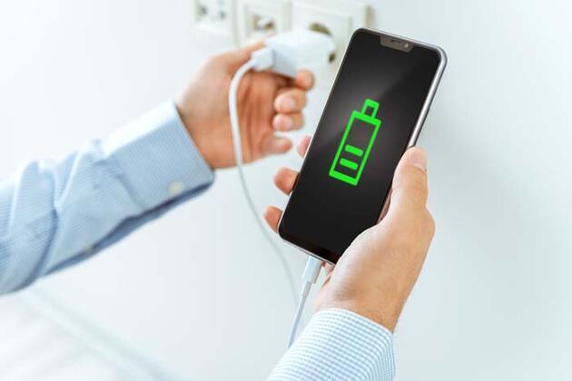 Telefonunuz şarjdayken sakın bunu yapmayın! Çoğu kişi farkında bile değil