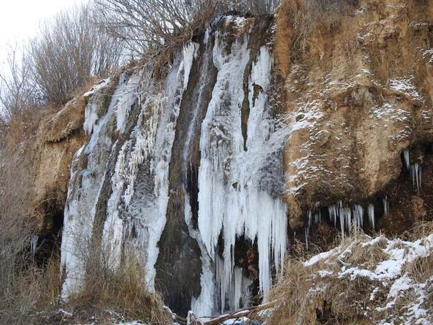 Doğa harikası Girlevik Şelalesi buz tuttu, ortaya bu görüntüler çıktı!