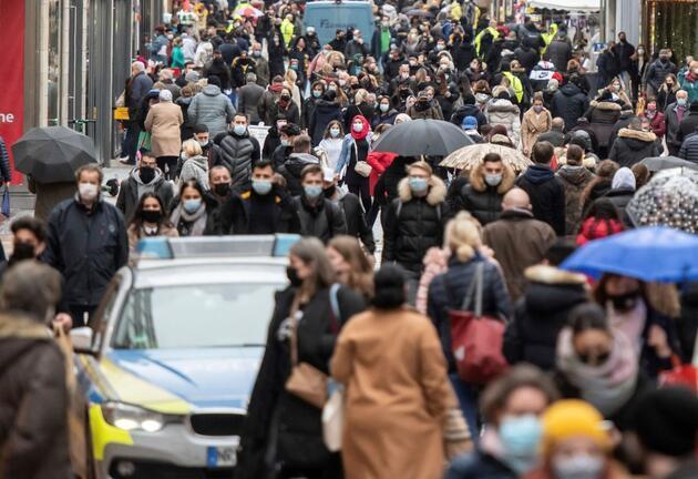 Almanya'da Merkel'den yeni mutasyona karşı uyarı
