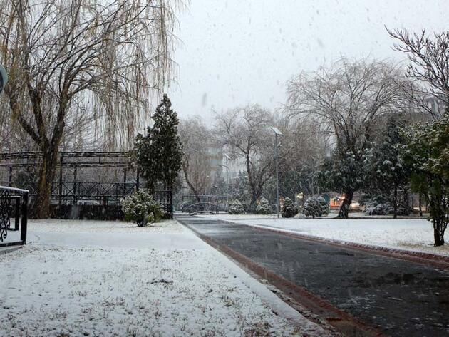 Yurdun çeşitli yerlerinde kar yağışı etkili oldu