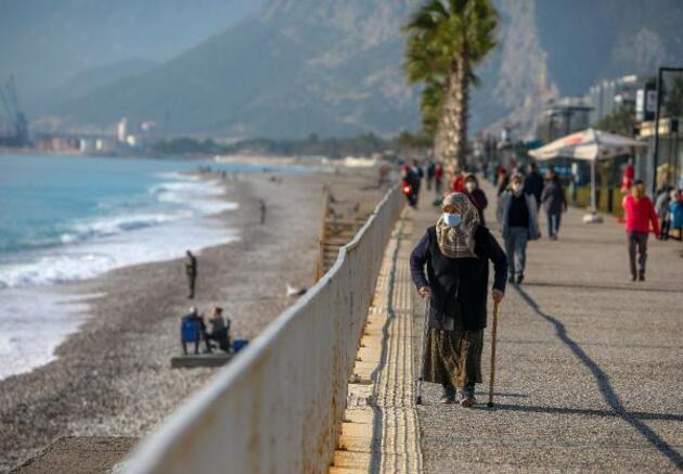 Antalya'da yağış sonrası güneşli hava keyfi