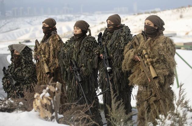 Kadın Polis Özel Harekat'tan kar altında nefes kesen tatbikat