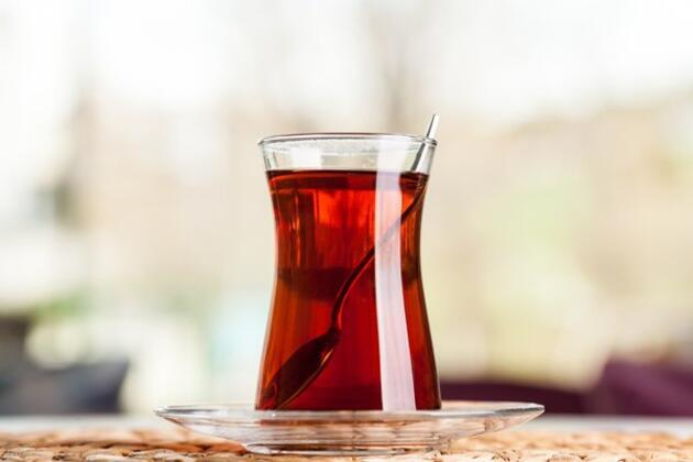 Çay keyfi zehre dönüşmesin! Şekerli çay birçok hastalığa davetiye çıkarıyor