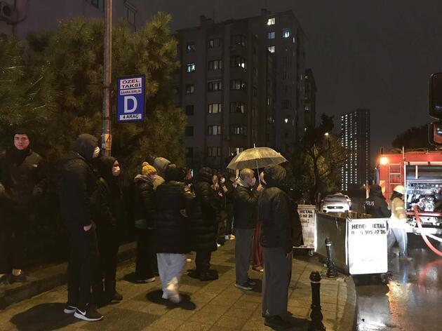 Kadıköy'de korkutan patlama: Mahalleli sokağa döküldü