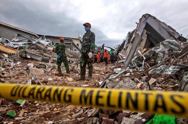 Endonezya'daki depremde can kaybı 56'ya yükseldi