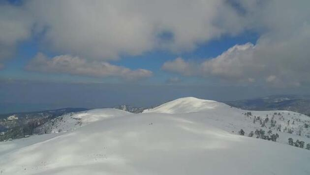 Adını kardan alan yayla beyaz gelinliğini giydi