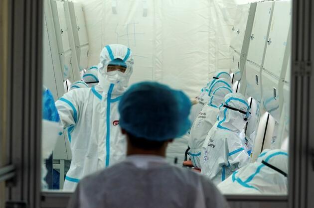 """İngiliz medyasından flaş iddia: """"Wuhan'daki bilim insanlarından önemli itiraf geldi"""""""