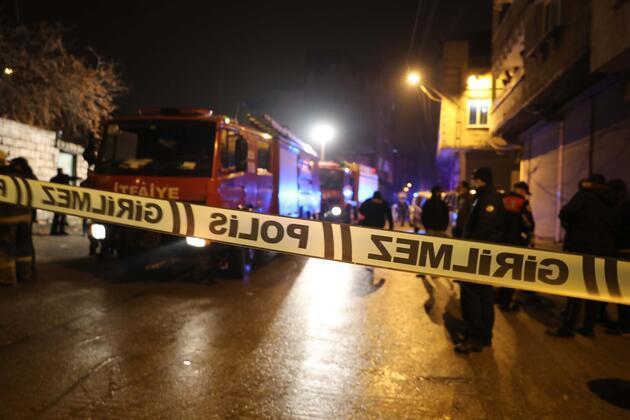 Gaziantep'de bina çöktü! Yaralılar var