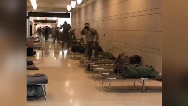 O görüntüler tepki çekmişti: ABD Kongre binasına askeri sedye yığını