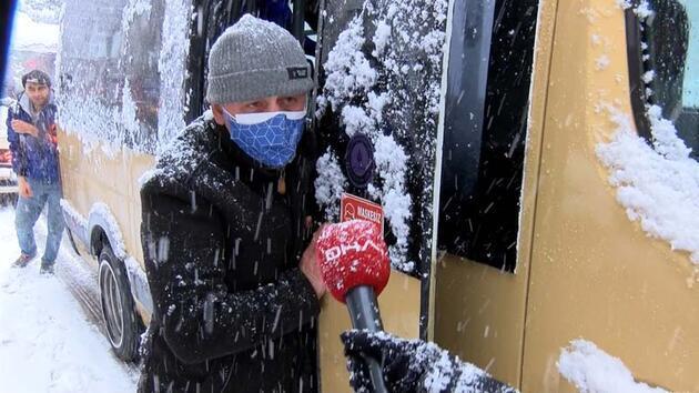 Yollar buz tuttu; yolda kalan minibüsü yolcular itti