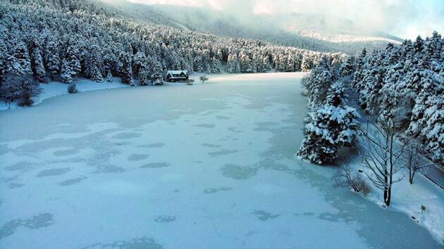 Gölcük Tabiat Parkı'nda göl buz tuttu