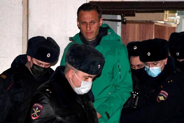 Rusya'ya dönüşte gözaltına alınan Navalny'den destekçilerine 'sokağa çıkın' çağrısı
