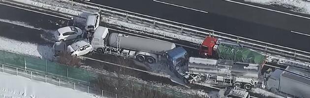 Japonya'da zincirleme kaza: 130 araç birbirine girdi