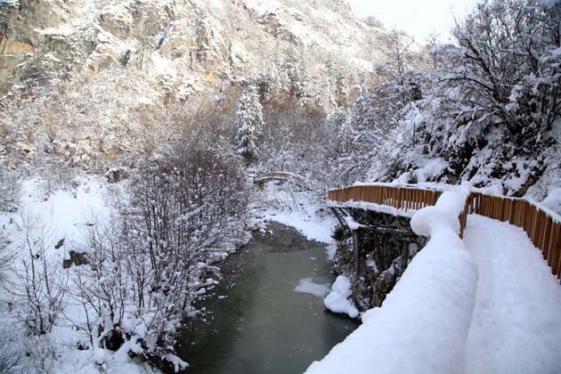 Doğa harikası Horma Kanyonu kar altında doyumsuz manzaralar sunuyor