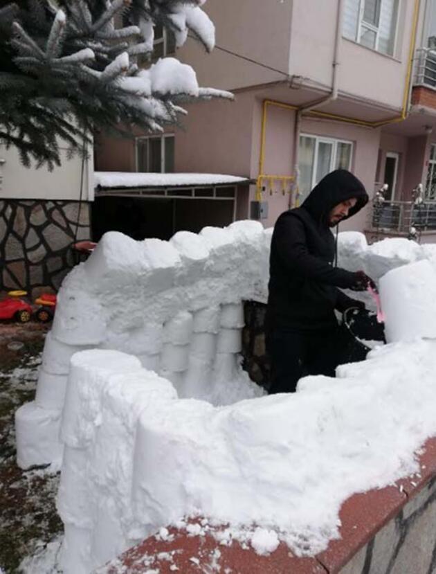 Kardan yaptıkları 'Eskimo evi'nde kahve keyfi