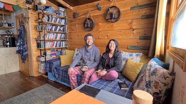 Şehir hayatını bırakan çift, ormanda tek odalı barakada yeni hayat kurdu