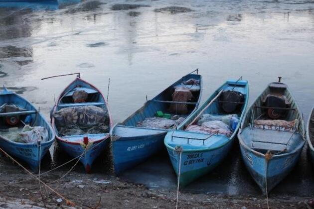 Konya'da Beyşehir Gölü buza döndü