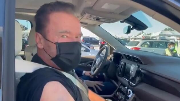 'Terminatör' Arnold Schwarzenegger koronavirüs aşısı oldu