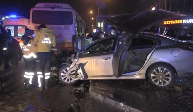 Kontrolden çıkan otomobil önce otobüse çarptı sonra durağa daldı: 1 ölü, 1'i ağır 4 yaralı