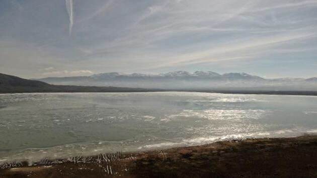 Burdur'daki Karataş Gölü buz tuttu